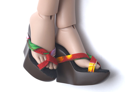 SHOES : Red wedge sandal